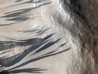 Slope_Streaks_in_Acheron_Fossae_on_Mars