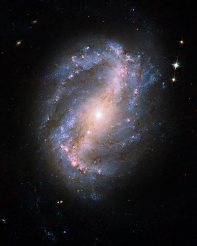 NGC_6217_hs-2009-25-bc-full_jpg